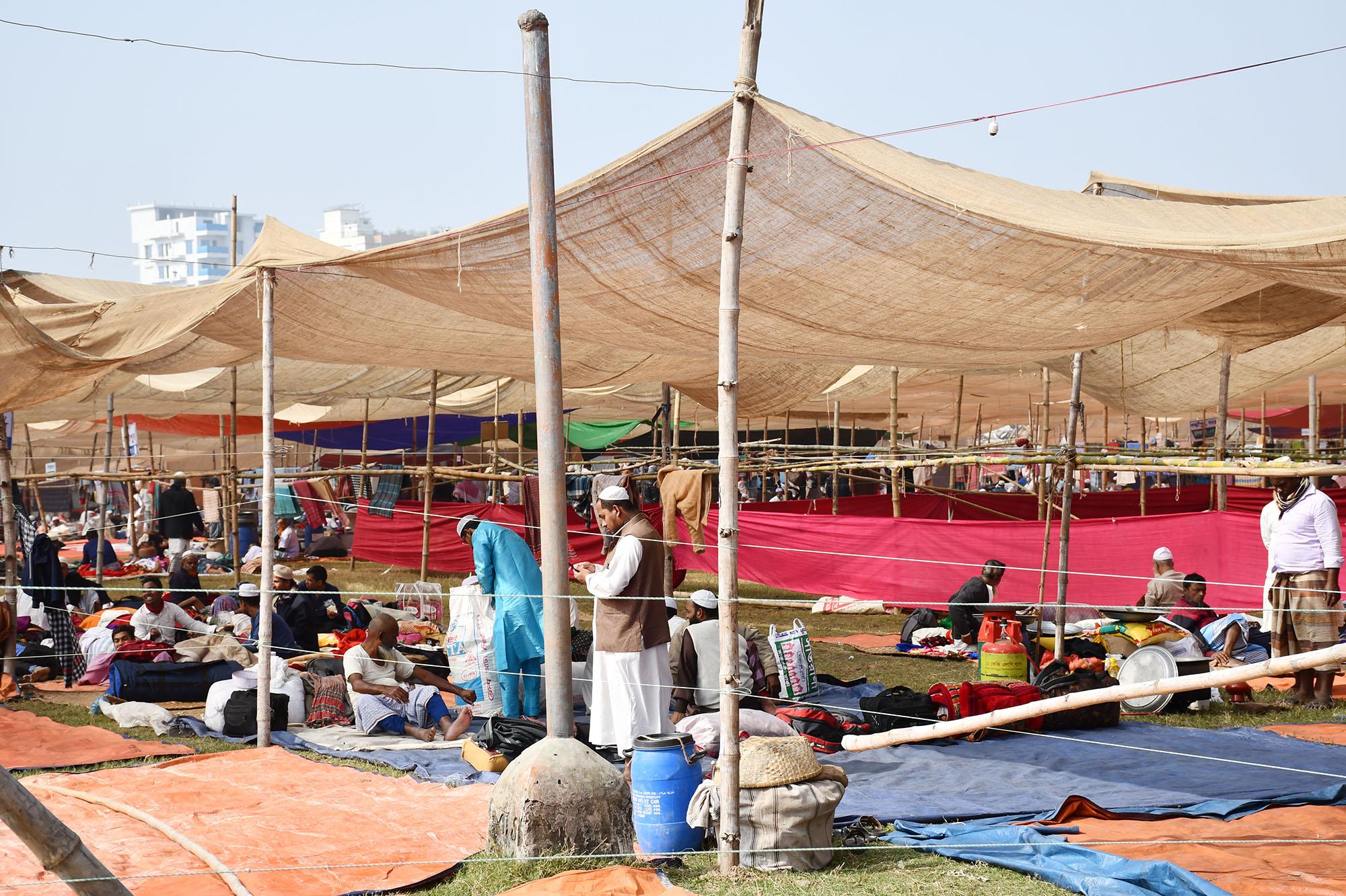 ছবিতে তুরাগ নদীর তীরে ইজতেমা মাঠ