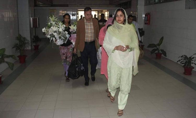 খেলেই বমি করছেন খালেদা জিয়া: সাক্ষাৎ শেষে জানিয়েছেন স্বজনরা