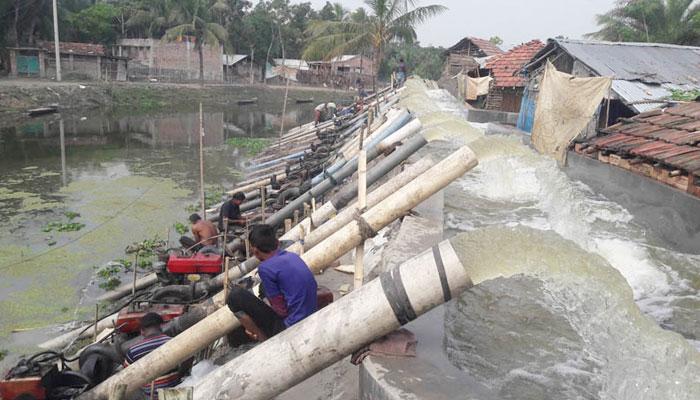 নির্বিকার পাউবো: কেশবপুরের গলারকাঁটা জলাবদ্ধ ৫০ বিল