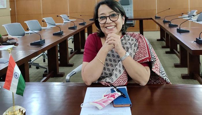 ছায়ানটে স্কুলবাস হস্তান্তরে রিভা গাঙ্গুলি