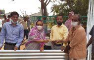 মোংলায় অগ্নিকান্ডে ক্ষতিগ্রস্থদের মাঝে উপমন্ত্রীর টিন ও নগদ টাকা বিতরণ