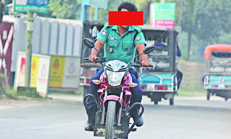 মোটরবাইক চালাতে পারবে না কেএমপির সিটিএসবির পুলিশ সদস্যরা