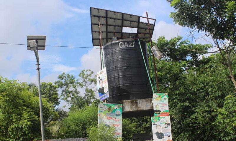 সুপেয় পানি বঞ্চিত ঋষিপল্লীর বাসিন্দারা