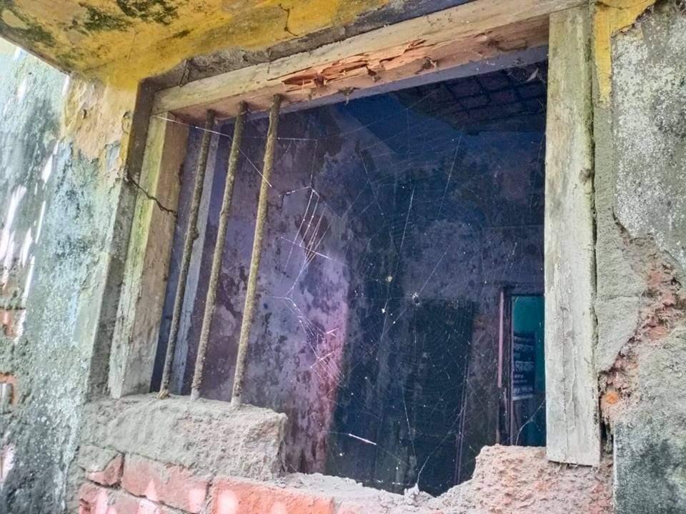 দিঘলিয়া প্রেস ক্লাবের জানালার গ্রিল ভেঙ্গে চুরির ঘটনা ঘটেছে