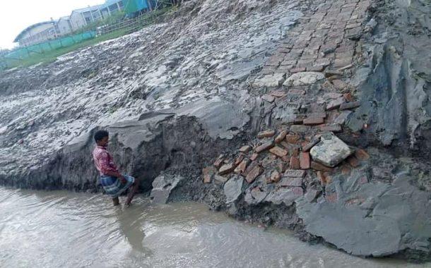 দাকোপের বাজুয়ায় চুনকুড়ি খেয়াঘাট এলাকায় ভাংগন: আতংকে এলাকাবাসী