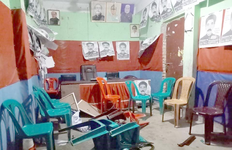 মোড়েলগঞ্জে নৌকা প্রতীকের নির্বাচনী অফিস ভাংচুরের অভিযোগ
